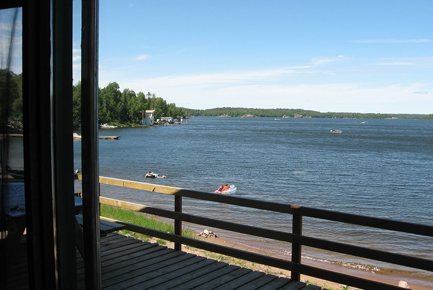 Whiteshell Lake Resort Deluxe Lakeside Cabin